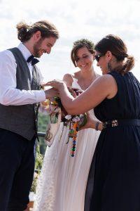 Handverbindung mit Hochzeitskette