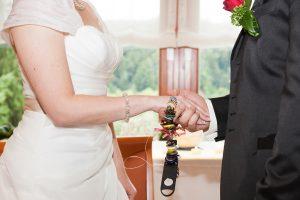 Ritual mit Hochzeitskette