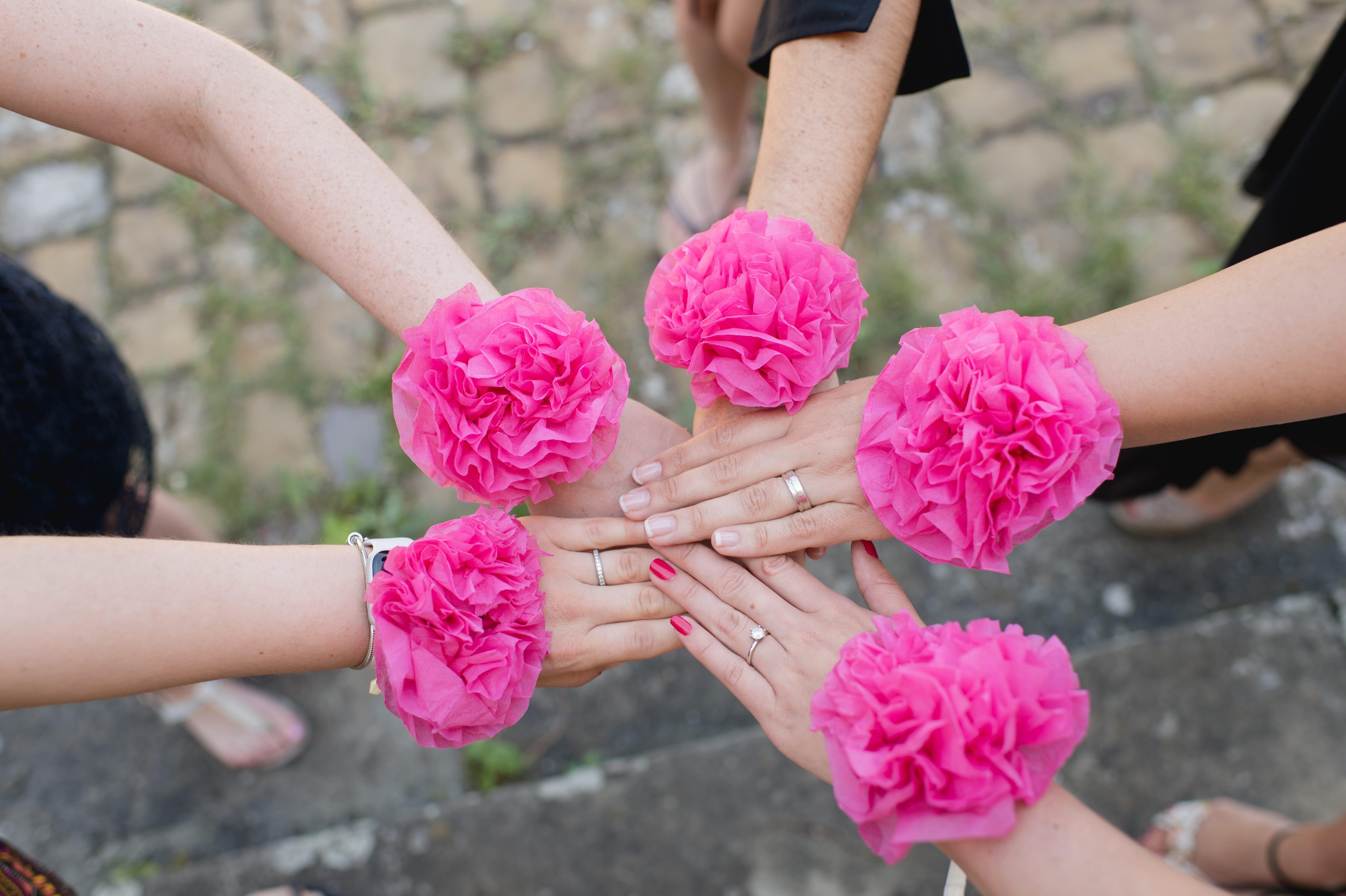 Blumenarmband für Braut und Brautjungfern selber machen
