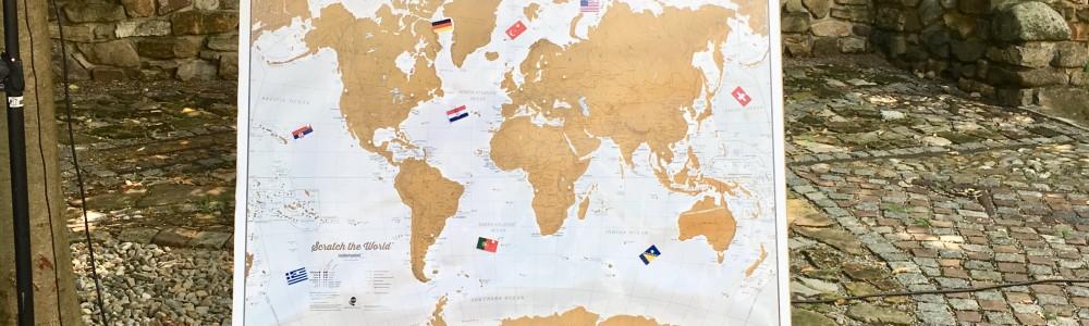 Ritual mit Weltkarte bei Freien Trauungen